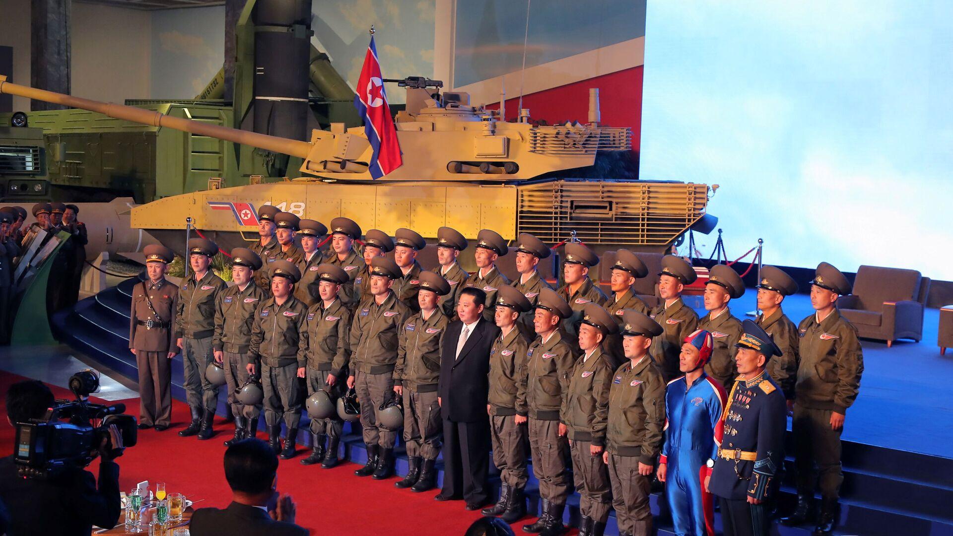 """Przywódca KRLD Kim Dzong Un na wystawie """"Samoobrona-2021"""" w Pjongjangu - Sputnik Polska, 1920, 12.10.2021"""