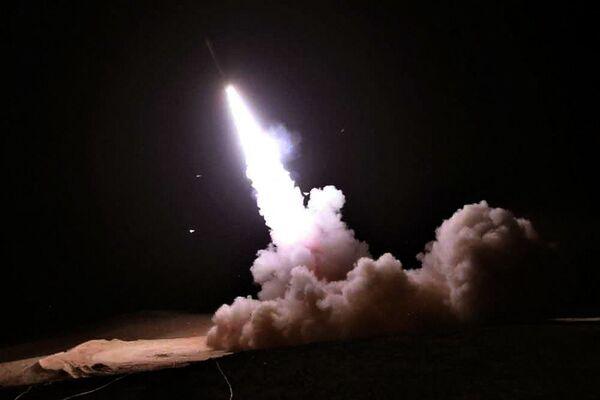Strzelanie podczas ćwiczeń irańskiej obrony przeciwlotniczej - Sputnik Polska