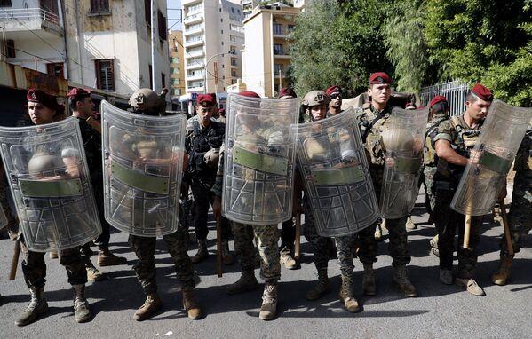 Libańscy żołnierze przed Pałacem Sprawiedliwości w Bejrucie. - Sputnik Polska
