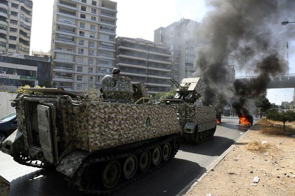 Pojazdy opancerzone na ulicach Bejrutu, Liban. - Sputnik Polska