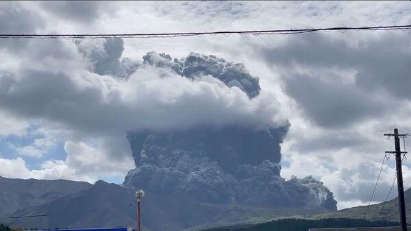 Извержение вулкана Асо в Японии - Sputnik Polska