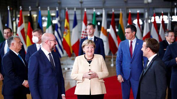 Президент Европейского совета Шарль Мишель, канцлер Германии Ангела Меркель, президент Франции Эммануэль Макрон на саммите ЕС - Sputnik Polska