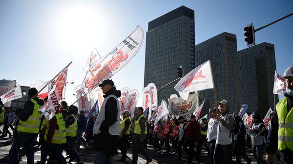 Профсоюзные активисты на акции протеста против закрытия польской угольной шахты Туров в Люксембурге - Sputnik Polska