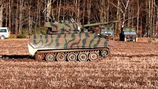 Ćwiczenia amerykańskiej armii w Niemczech, na których transportery opancerzone M113 imitują czołg T-72B3 - Sputnik Polska