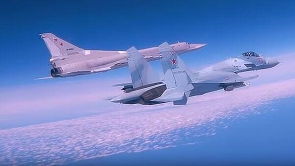 Lot bombowców dalekiego zasięgu Tu-22M3 nad Morzem Czarnym - Sputnik Polska