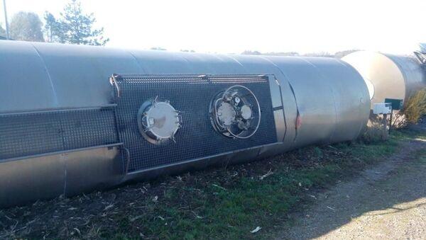 Wykolejony pociąg towarowy przewożący amoniak i sodę w departamencie Landy - Sputnik Polska