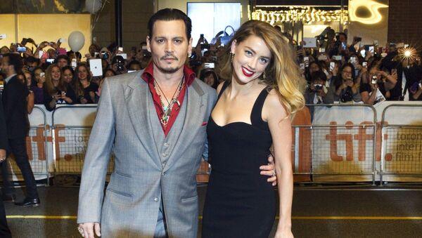 Amerykański aktor Johnny Depp z żoną aktorką Amber Heard w Toronto - Sputnik Polska