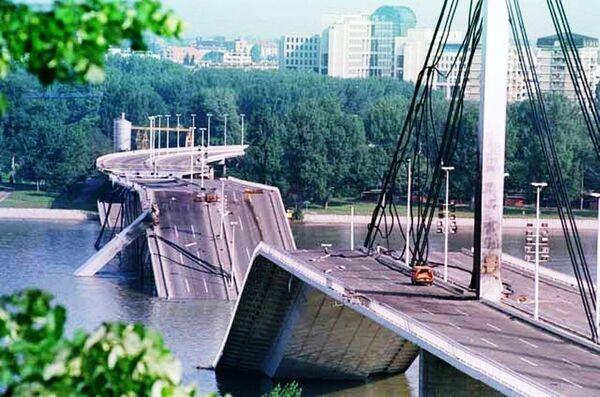 Most Wolności w Nowym Sadzie po bombardowaniach sił NATO - Sputnik Polska