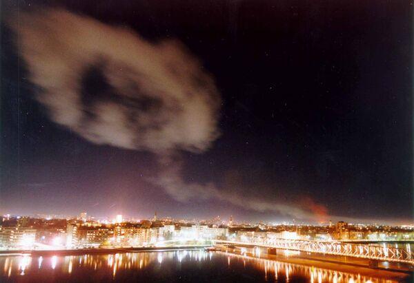 Dym nad Nowym Sadem po bombardowaniach NATO - Sputnik Polska