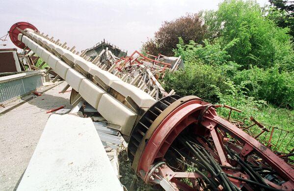 Zniszczona podczas nalotów NATO wieża telewizyjna na górze Awala niedaleko Belgradu - Sputnik Polska