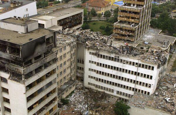 Zniszczony w nalotach NATO budynek Centralnej Poczty w Prisztinie - Sputnik Polska