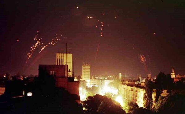 Jugosłowiańska obrona powietrzna próbuje zestrzelić natowskie samoloty bombowe - Sputnik Polska