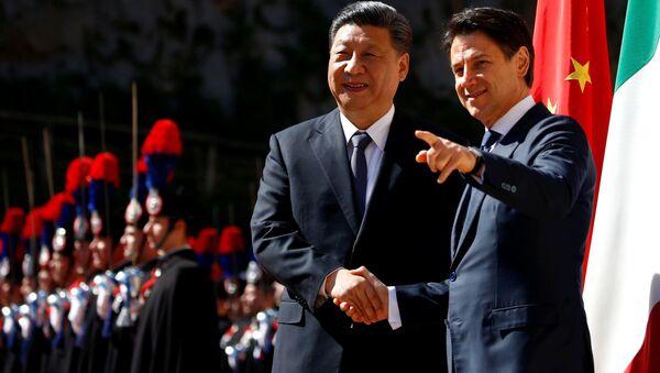 Председатель КНР Си Цзиньпин и премьер-министр Италии Джузеппе Конте в Риме  - Sputnik Polska