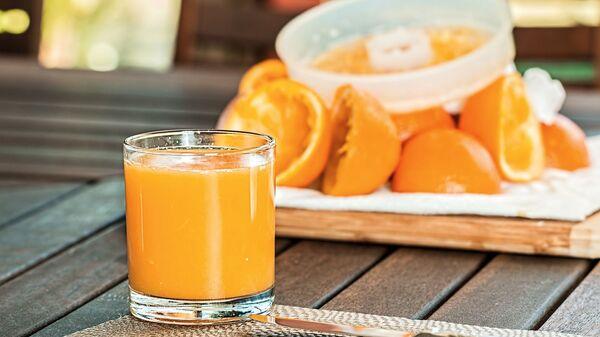 Świeżo wyciskany sok pomarańczowy - Sputnik Polska