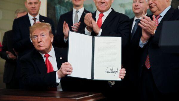 Prezydent USA Donald Trump podpisał dokument o uznaniu suwerenności Izraela nad Wgórzami Golan - Sputnik Polska