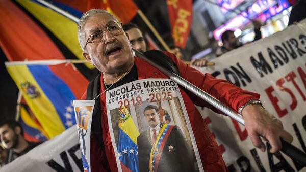 Uczestnik akcji poparcia dla Maduro - Sputnik Polska