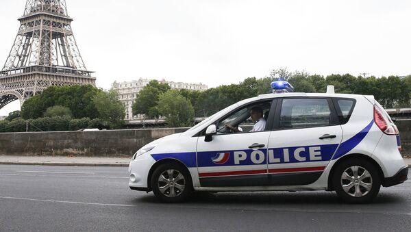 Samochód francuskiej policji w Paryżu - Sputnik Polska