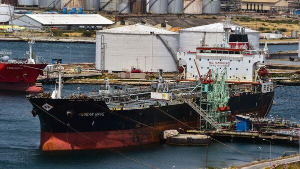 Tankowiec zakładu Isla wynajęty przez wenezuelskie przedsiębiorstwa PDVSA - Sputnik Polska