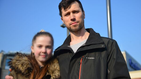 Rosjanin Denis Lisov z córką Sofią w Warszawie - Sputnik Polska