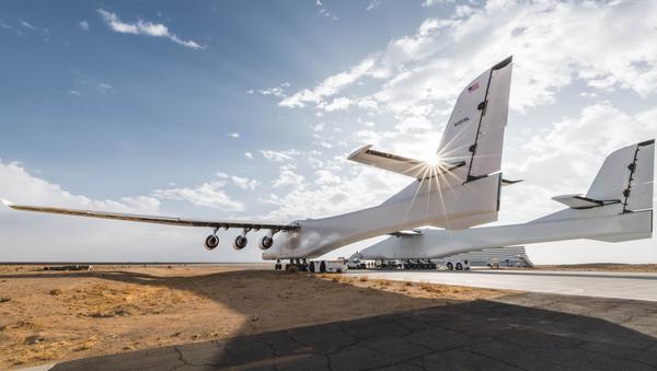 Największy samolot świata Stratolaunch - Sputnik Polska