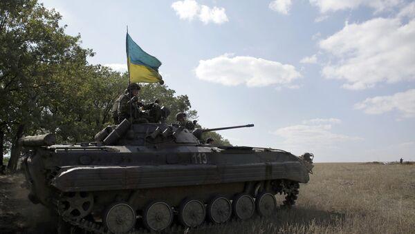 Ukraińscy wojskowi w transporterze opancerzonym w pobliżu obwodu ługańskiego - Sputnik Polska