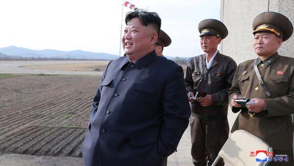 Przywódca Korei Północnej Kim Dzong Un na ćwiczeniach wojskowych - Sputnik Polska