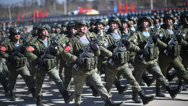 Wojskowi Sił Powietrznodesantowych Rosji w czasie próby Defilady Zwycięstwa na poligonie Alabino - Sputnik Polska