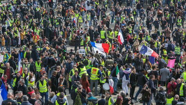 """Protesty """"żółtych kamizelek"""" w Paryżu - Sputnik Polska"""