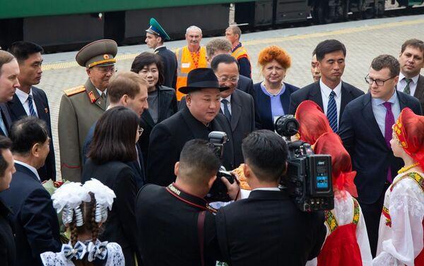 Kim Dzong Un na stacji Hasan - Sputnik Polska