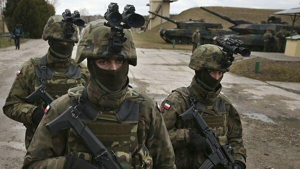 Polscy wojskowi na ćwiczeniach NATO w okolicach Warszawy - Sputnik Polska