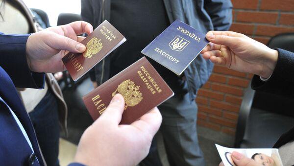 Odbiór rosyjskich paszportów - Sputnik Polska