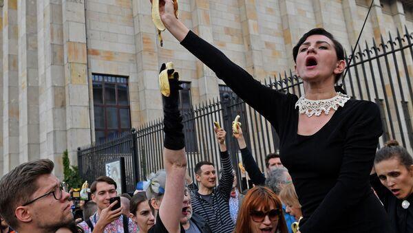 Bananowy protest pod Muzeum Narodowym, Warszawa - Sputnik Polska