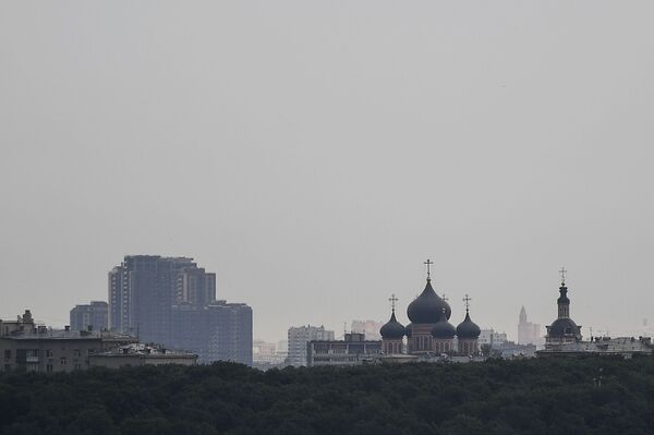 Widok na Monaster Nowospasski z punktu widokowego na Wzgórzach Worobiowych w Moskwie  - Sputnik Polska