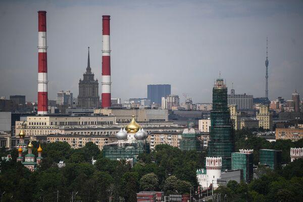 Widok na Moskwę z punktu widokowego na Wzgórzach Worobiowych  - Sputnik Polska