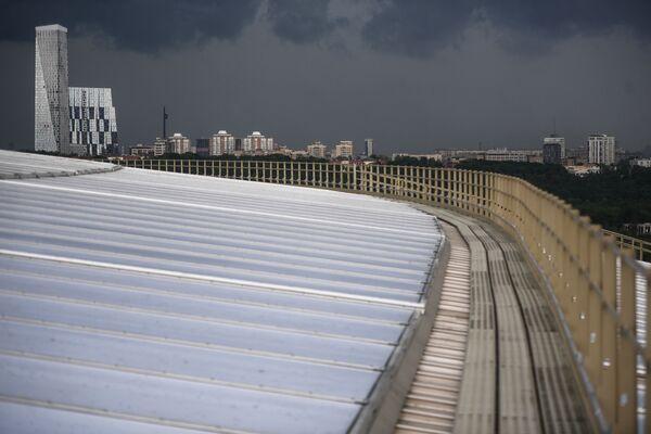 Kompleks wieżowców Dom na Mosfilmowskoj widziany z punktu widokowego w Moskwie  - Sputnik Polska