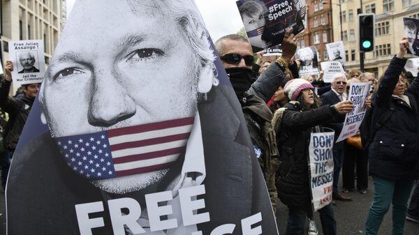 Akcja zwolenników Juliana Assange'a w Londynie - Sputnik Polska