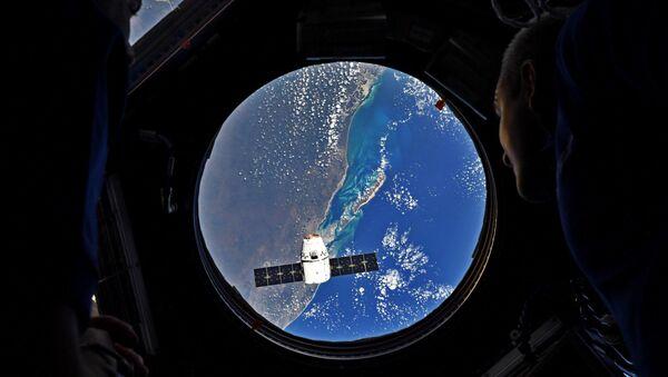 Rakieta nośna Falcon 9 z towarowym statkiem kosmicznym Dragon wystarrtowała z kosmodromu na przylądku Canaveral - Sputnik Polska