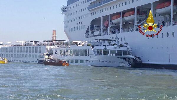 W Wenecji statek wycieczkowy zderzył się ze statkiem turystycznym - Sputnik Polska