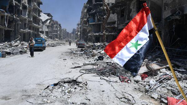 Flaga Syrii w obozie dla palestyńskich uchodźców Jarmuk na południu Damaszku - Sputnik Polska