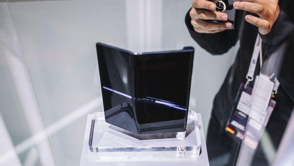 Smartfon Huawei Mate X na wystawie w Barcelonie - Sputnik Polska