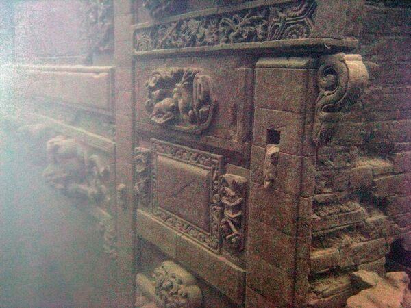Skrzynia na dnie jeziora Shi Cheng, gdzie odnaleziono starożytne miasto Zhejiang, Chiny - Sputnik Polska