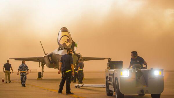 Myśliwiec F-35A Lightning II w bazie Luke Air Force w Arizonie - Sputnik Polska