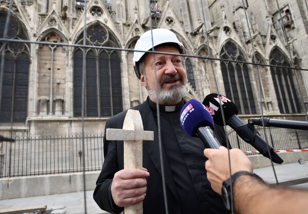 Pierwsza msza po pożarze w Notre Dame - Sputnik Polska