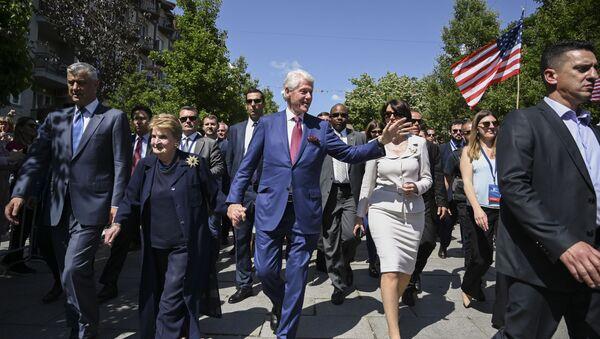 Bill Clinton, Madeleine Albright, Hashim Thaci w Prisztinie - Sputnik Polska