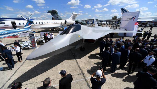 Turecki myśliwiec na lotnisku Le Bourget, gdzie odbędzie się międzynarodowy salon lotniczy Paris Air Show 2019 - Sputnik Polska