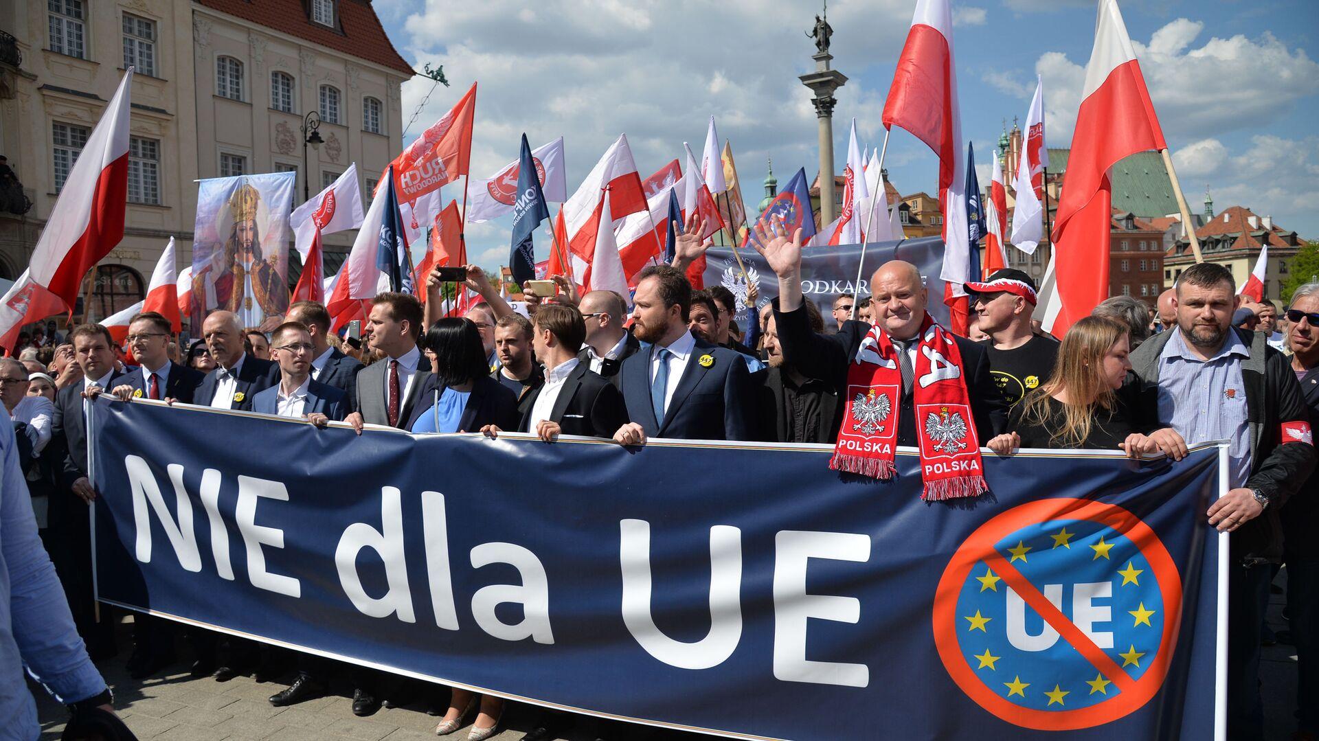 Marsz przeciw UE w Warszawie - Sputnik Polska, 1920, 01.08.2021