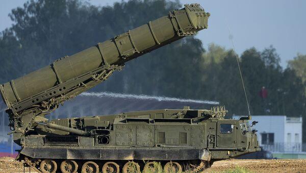 Rosyjski system działa przeciwlotniczego S-300WM na Międzynarodowym wojskowo-technicznym forum Аrmia-2015 - Sputnik Polska