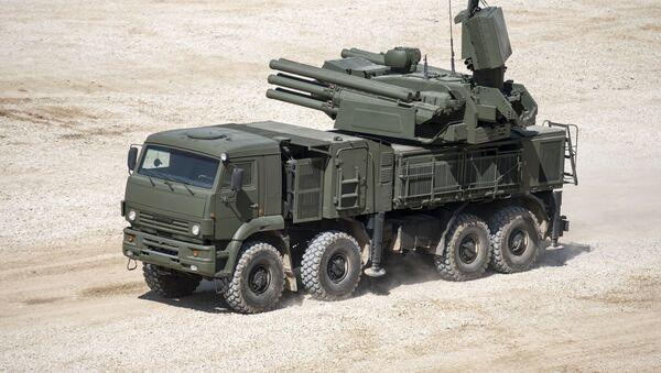 Samobieżny przeciwlotniczy zestaw artyleryjsko-rakietowy Pancyr-S1 - Sputnik Polska