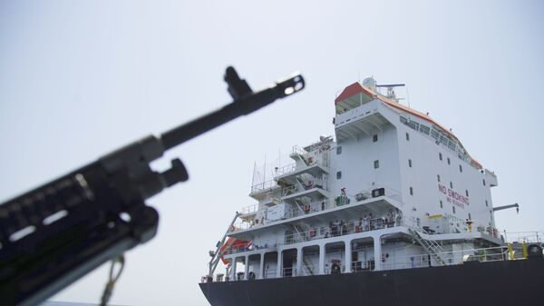 Marynarze na pokładzie uszkodzonego tankowca Kokuka Odważni w Zatoce Omańskiej - Sputnik Polska