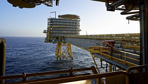 Platforma Wiertnicza Moller-Maersk na wodach Morza Północnego - Sputnik Polska